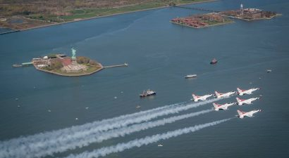 The Thunderbirds over the Statue of Liberty